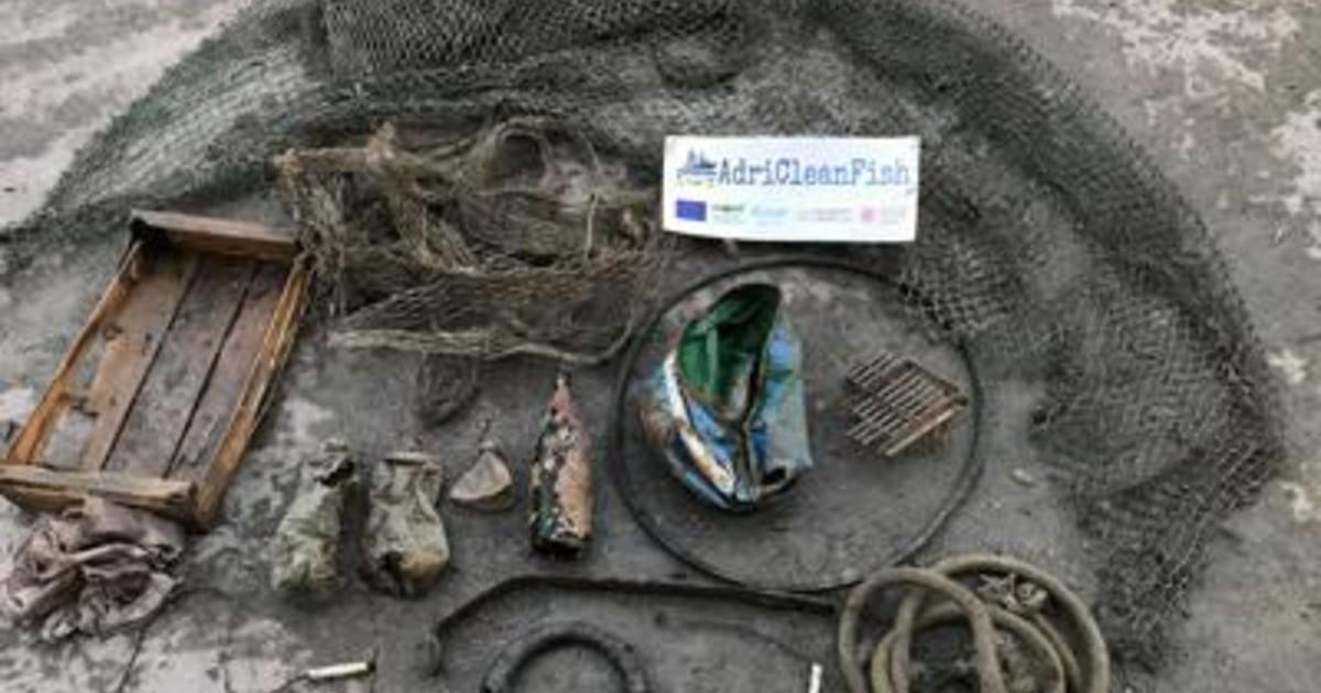A pesca di rifiuti nellAdriatico plastica nelle reti e nei pesci