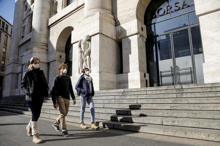 Borsa Milano scivola 1 con Tenaris Leonardo e Atlantia