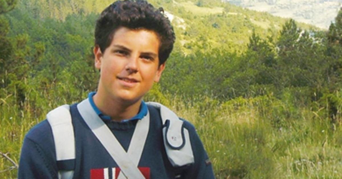 Carlo beato a 15 anni. Il bimbo in Brasile e il santino col giorno della morte. Miracoli e misteri