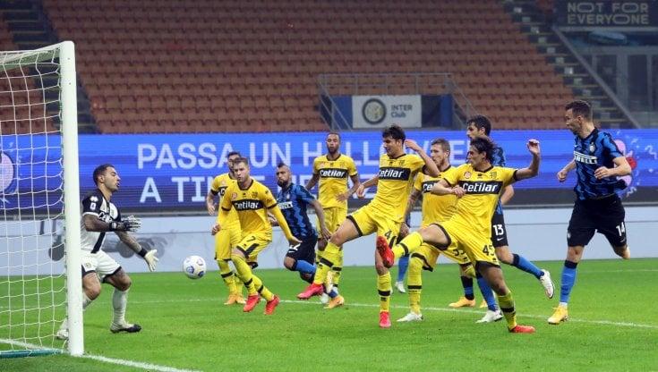 Inter Parma 2 2 doppio Gervinho poi Brozovic e Perisic salvano i nerazzurri al 92