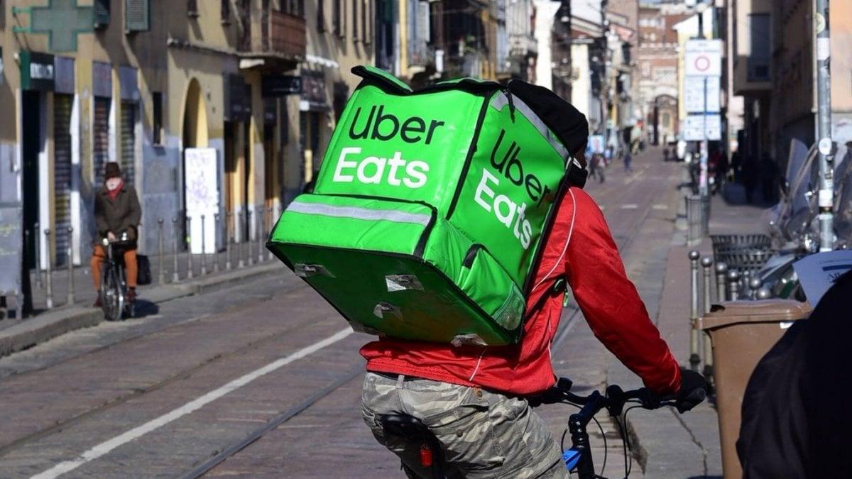 Io ex rider di Uber pagato tre euro a consegna e mi sequestravano le mance