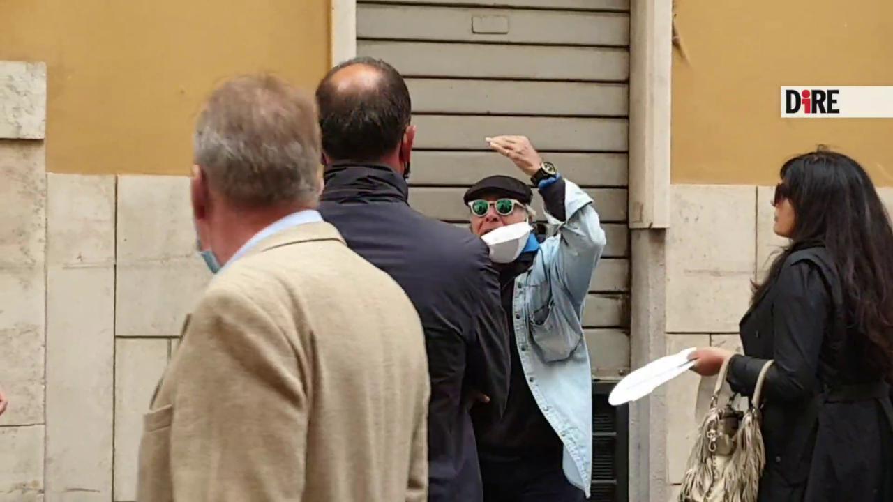 La polizia ferma Montesano senza mascherina. Lui sbotta E sequestro di persona