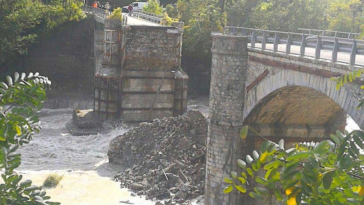 Maltempo crolla ponte nel Piacentino