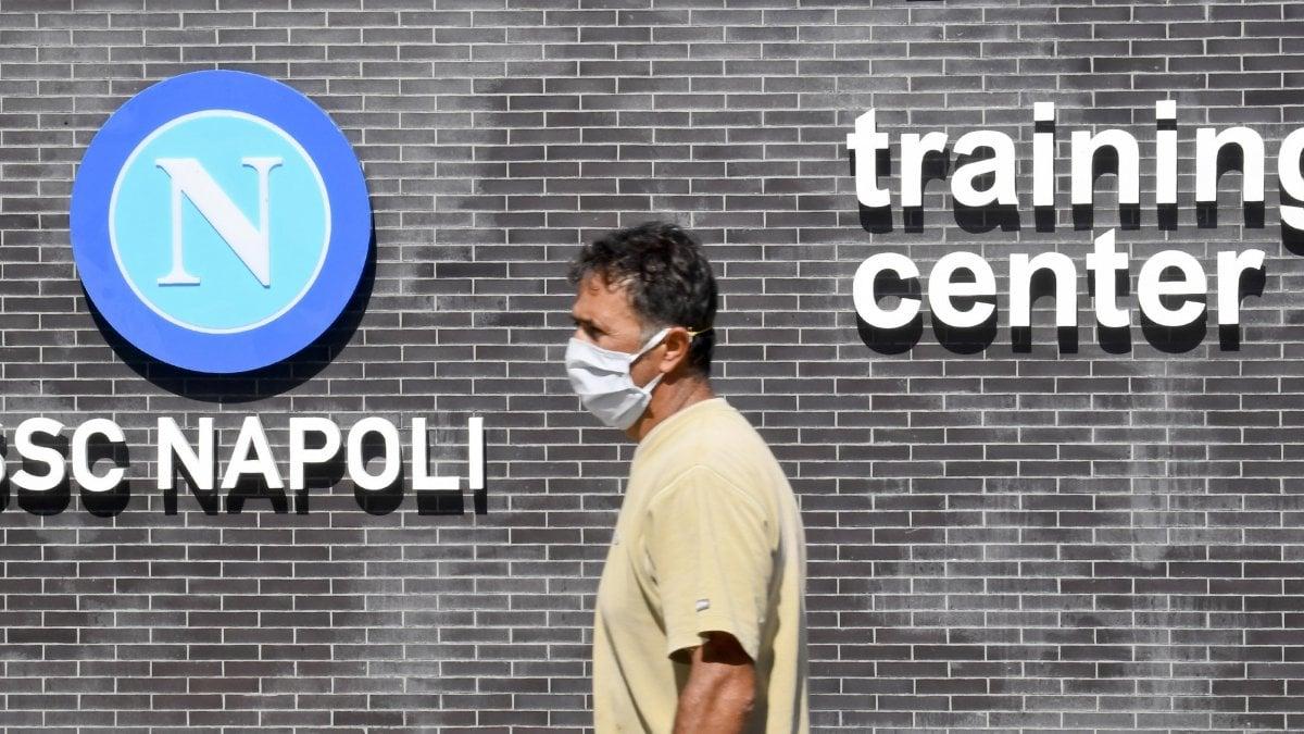 Napoli in isolamento non andra a Torino per la sfida con la Juve