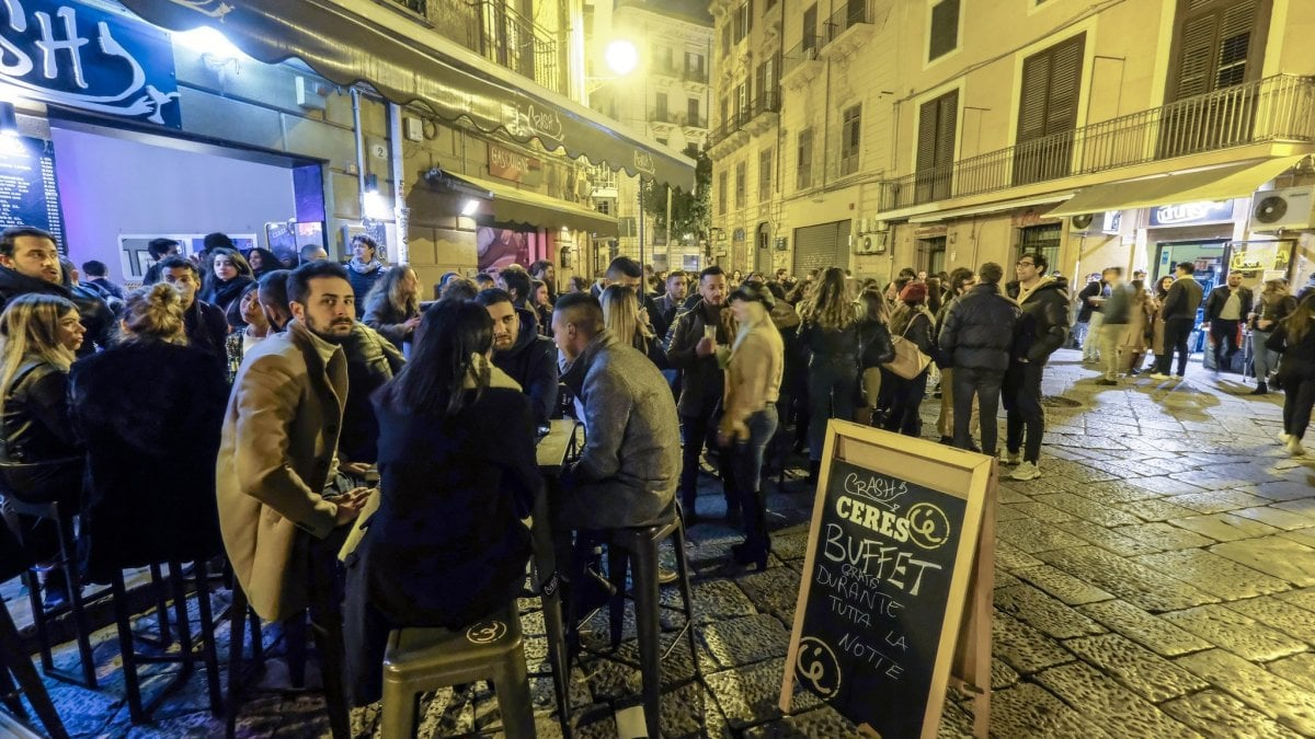 Palermo controlli anti Covid quattro locali della movida chiusi nel weekend