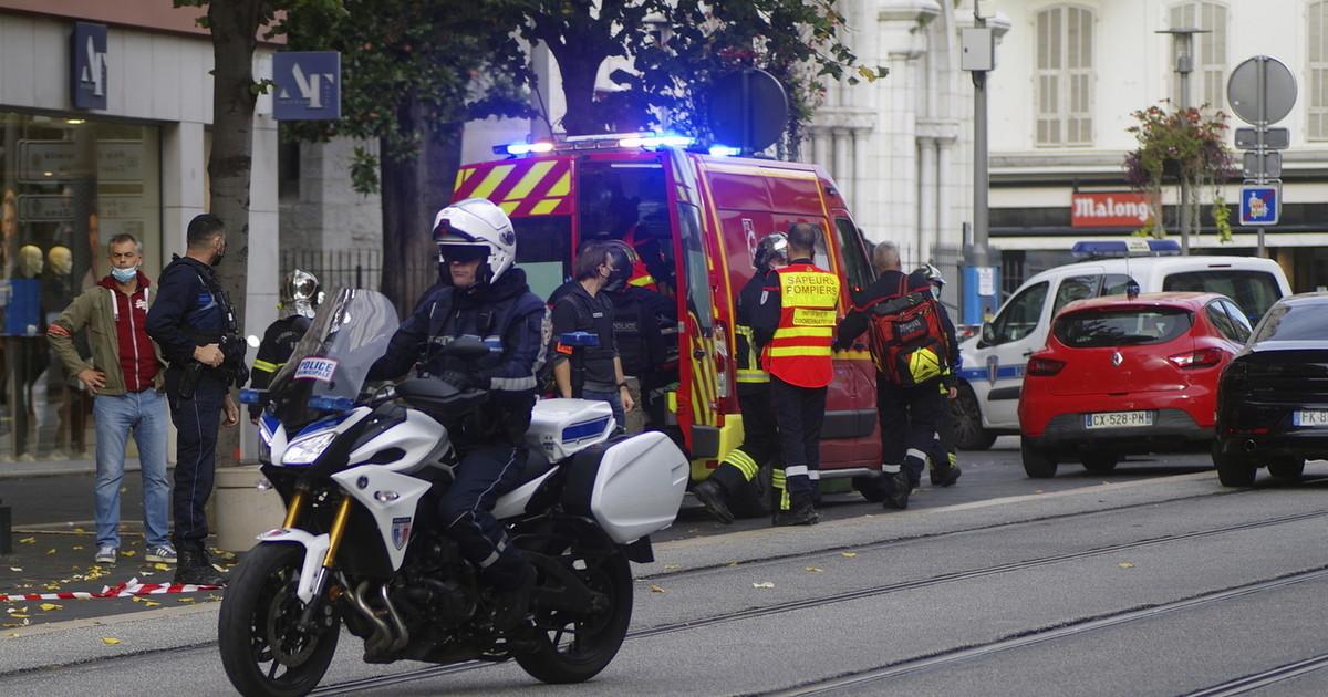 Terrorismo islamico Francia sotto attacco Nizza 3 morti e 2 decapitati in cattedrale. Avignone uomo ucciso. Gedda assalto al consolato