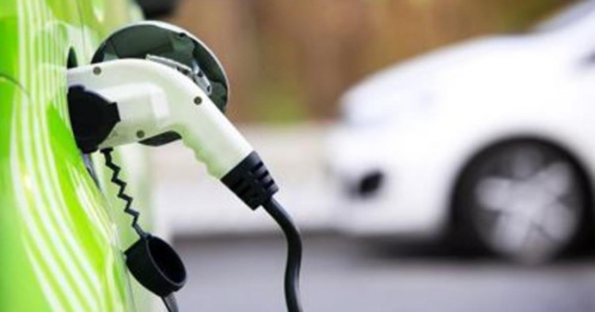 Auto Aniasa il noleggio guida la svolta elettrica