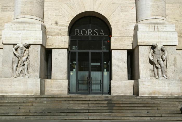 Borsa Milano guadagna 04 con le banche tonfo Atlantia
