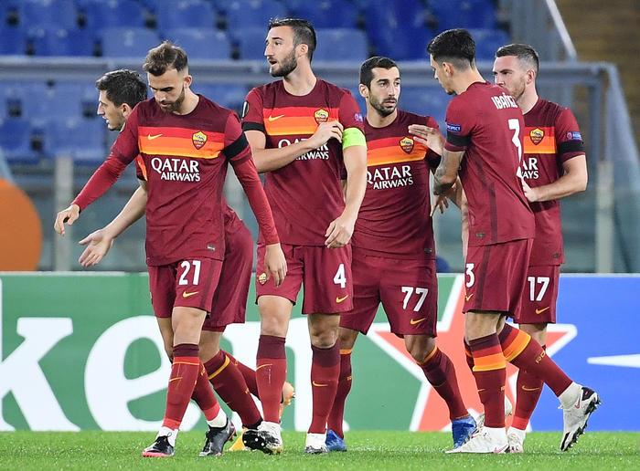 Calcio Amami e basta la Roma contro violenza su donne