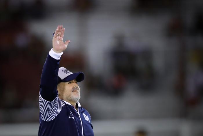 Calcio Maradona operato la famiglia non voleva