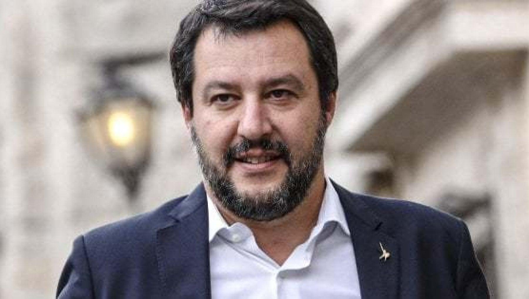 Comizio a Benevento senza mascherina Salvini paga la multa di 280 euro