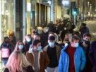 Coronavirus chi brinda e chi sta a casa giro del mondo dentro e fuori dai lockdown
