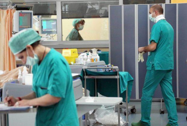 Coronavirus la curva si inverte i nuovi casi calano per la prima volta dopo 20 settimane