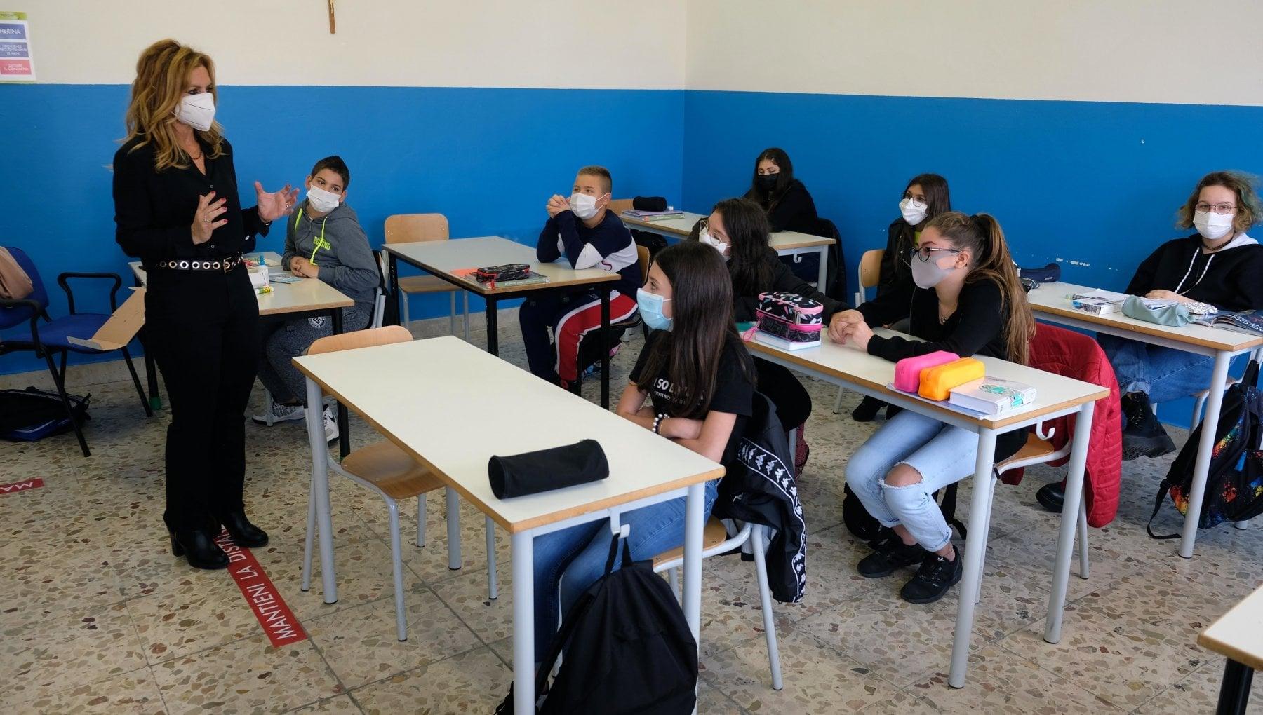 Covid dalla Liguria lappello del garante dellinfanzia Ridurre luso delle mascherine a scuola