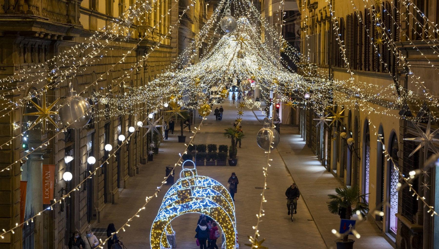 Covid il piano Natale Italia tutta gialla con divieto di spostarsi tra regioni
