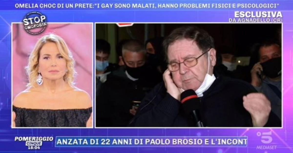 Fa irruzione la signora valanga di insulti contro il parroco DUrso sotto choc roba mai vista su Canale 5