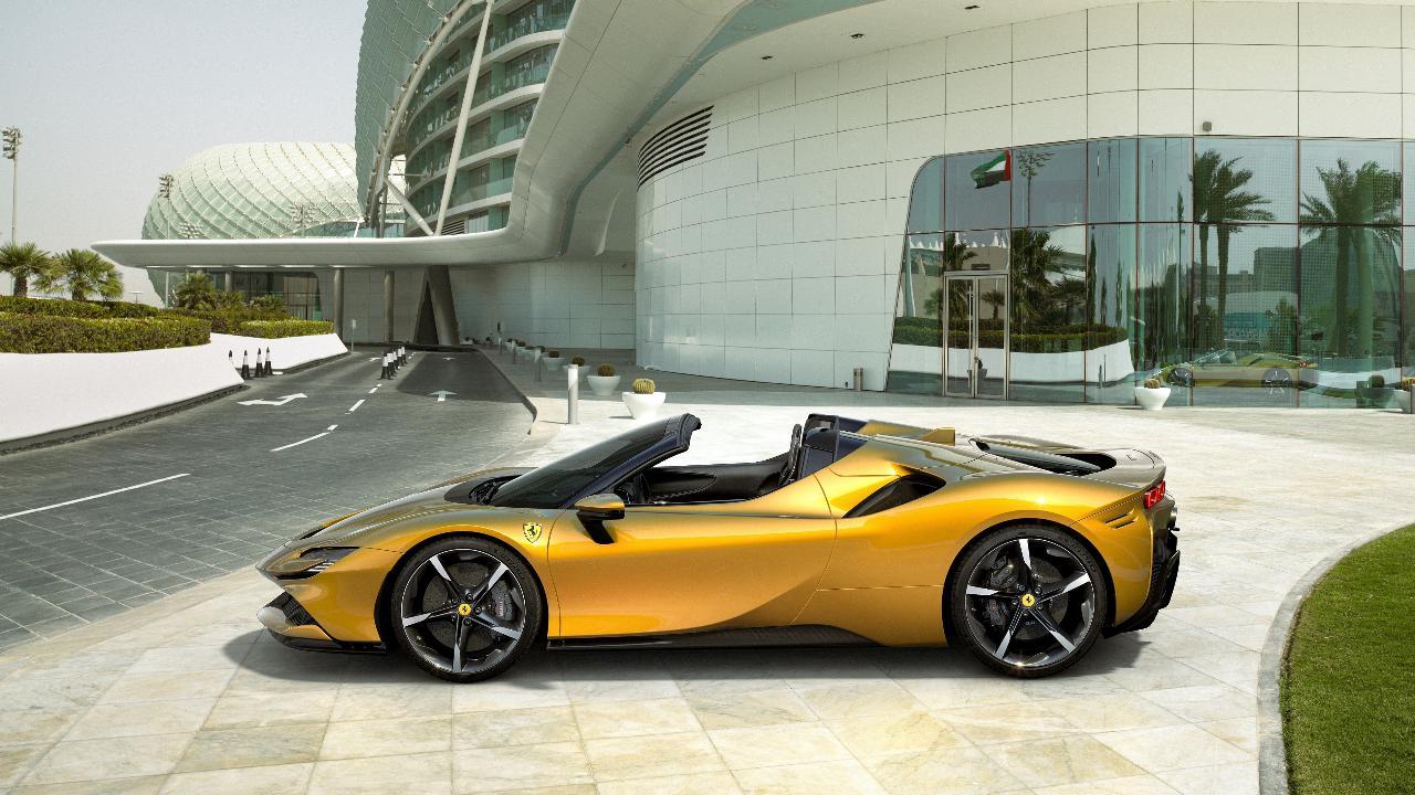 Ferrari ecco la nuova SF90 Spider librida da 1000 cavalli si scopre
