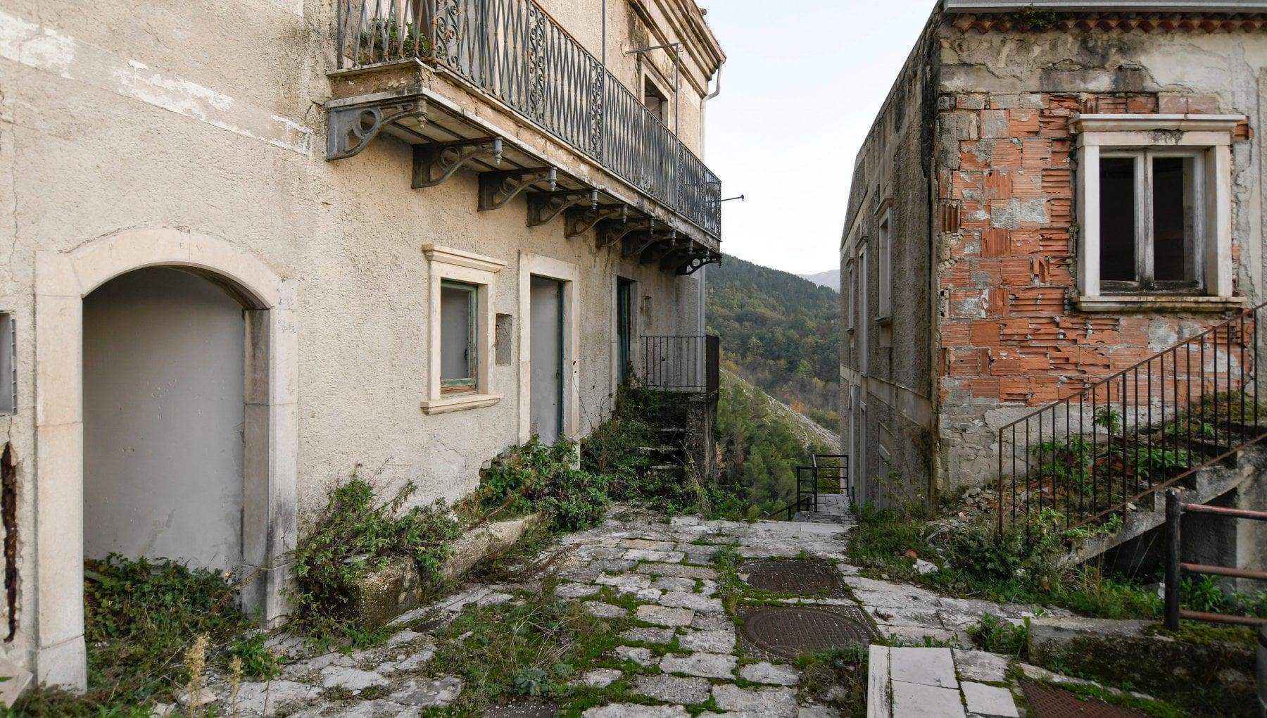 I 40 anni dal terremoto dellIrpinia Ma oggi la sfida e combattere lo spopolamento