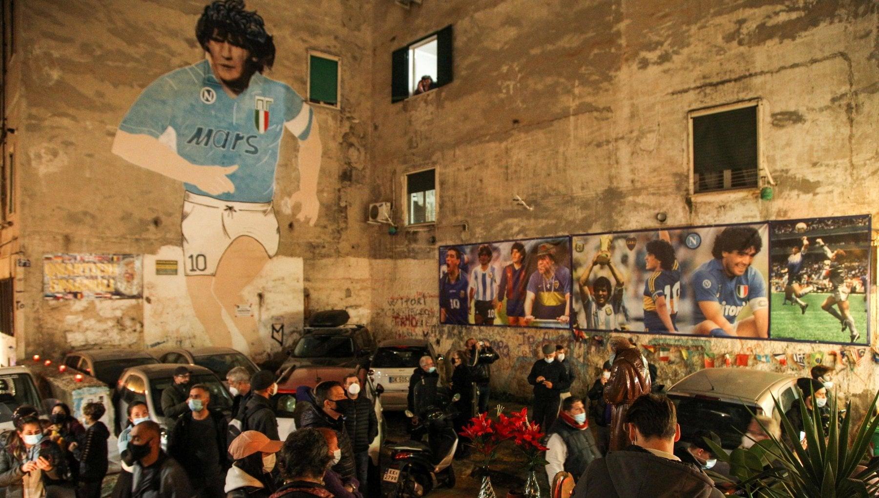 Il dolore del Napoli telefonini spenti e squadra col lutto al braccio