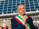 Il sindaco di Capannori scrive al presidente Conte Lasciamo liberta di incontrarsi a chi e fidanzato o a chi e solo di ricevere una persona cara
