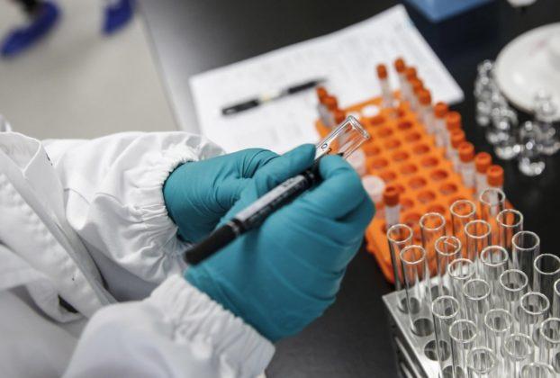 Il vaccino Pfizer e gia in volo sui cieli Usa la corsa per la distribuzione e cominciata