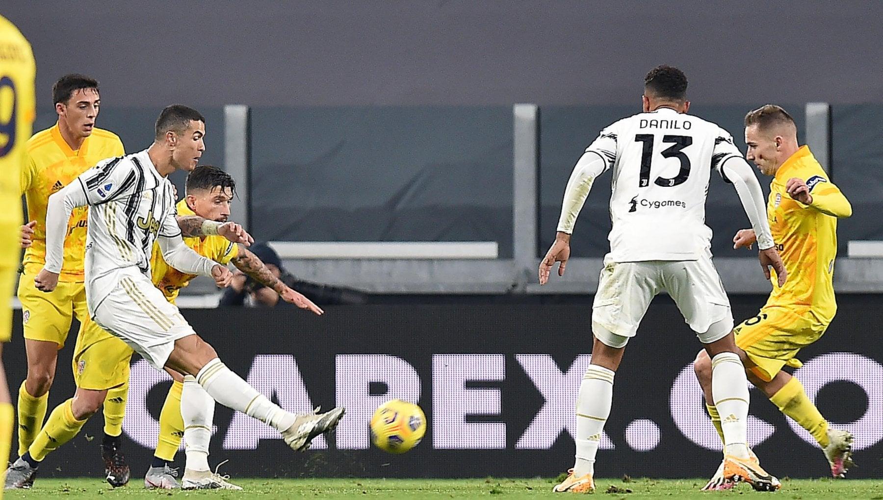 Juventus la metamorfosi di Ronaldo a 35 anni non piu solo gol con Pirlo e giocatore ovunque