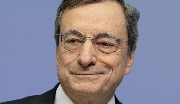 La manina di Mario Draghi dietro la svolta di Berlusconi. Retroscena cosa e stato messo sul tavolo perche il Cav puo cedere
