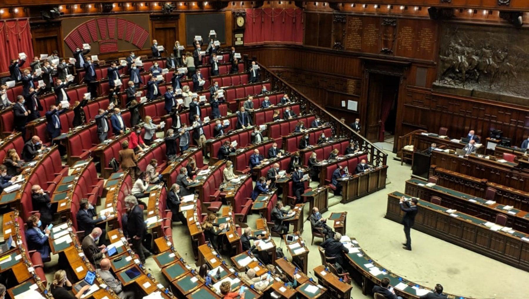 Lallarme del Copasir Troppi interessi francesi nelle banche e assicurazioni italiane