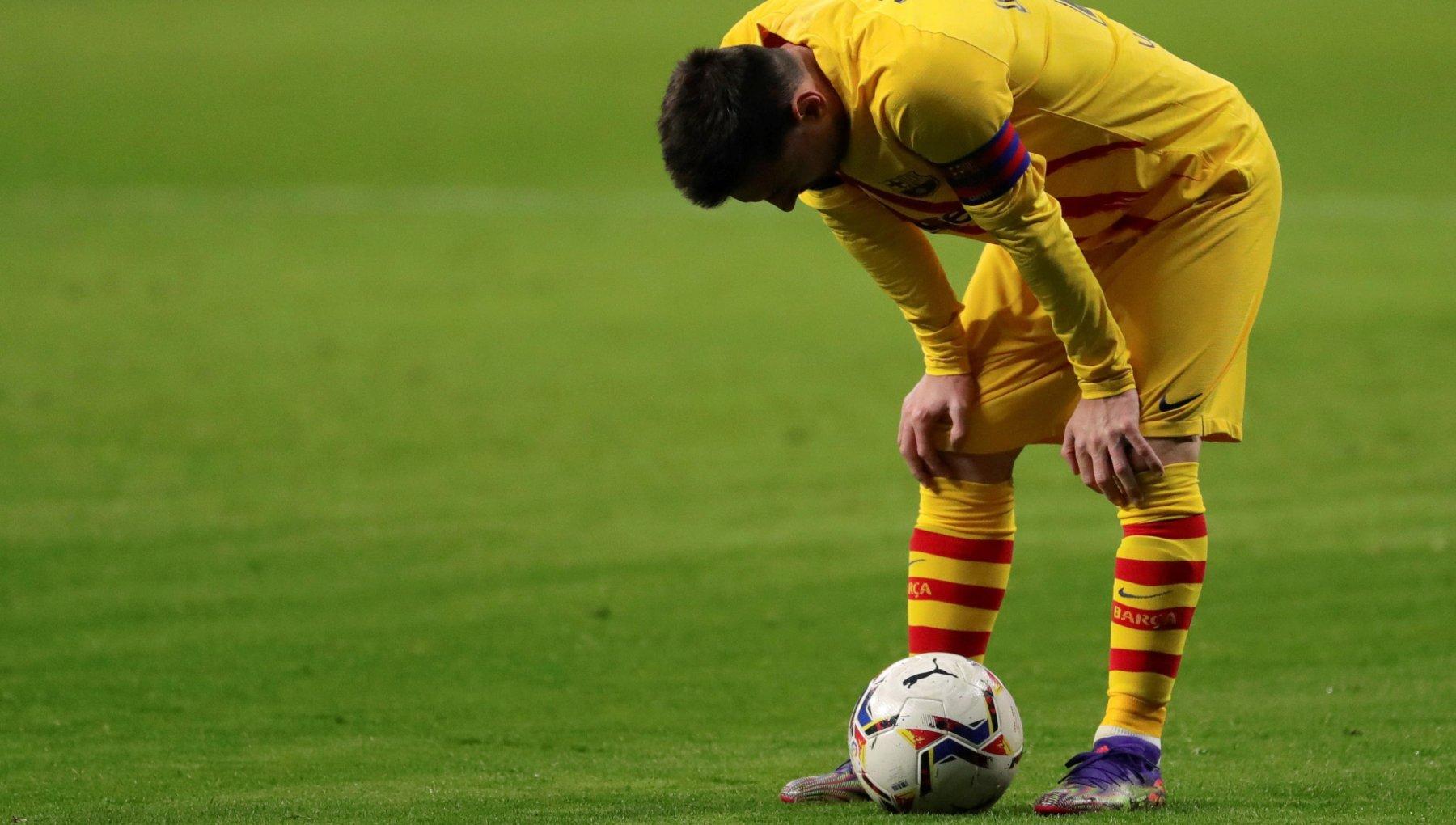 Lapatia di Messi e la lotta per il Barcellona ecco perche la crisi di Leo puo cambiare il calcio
