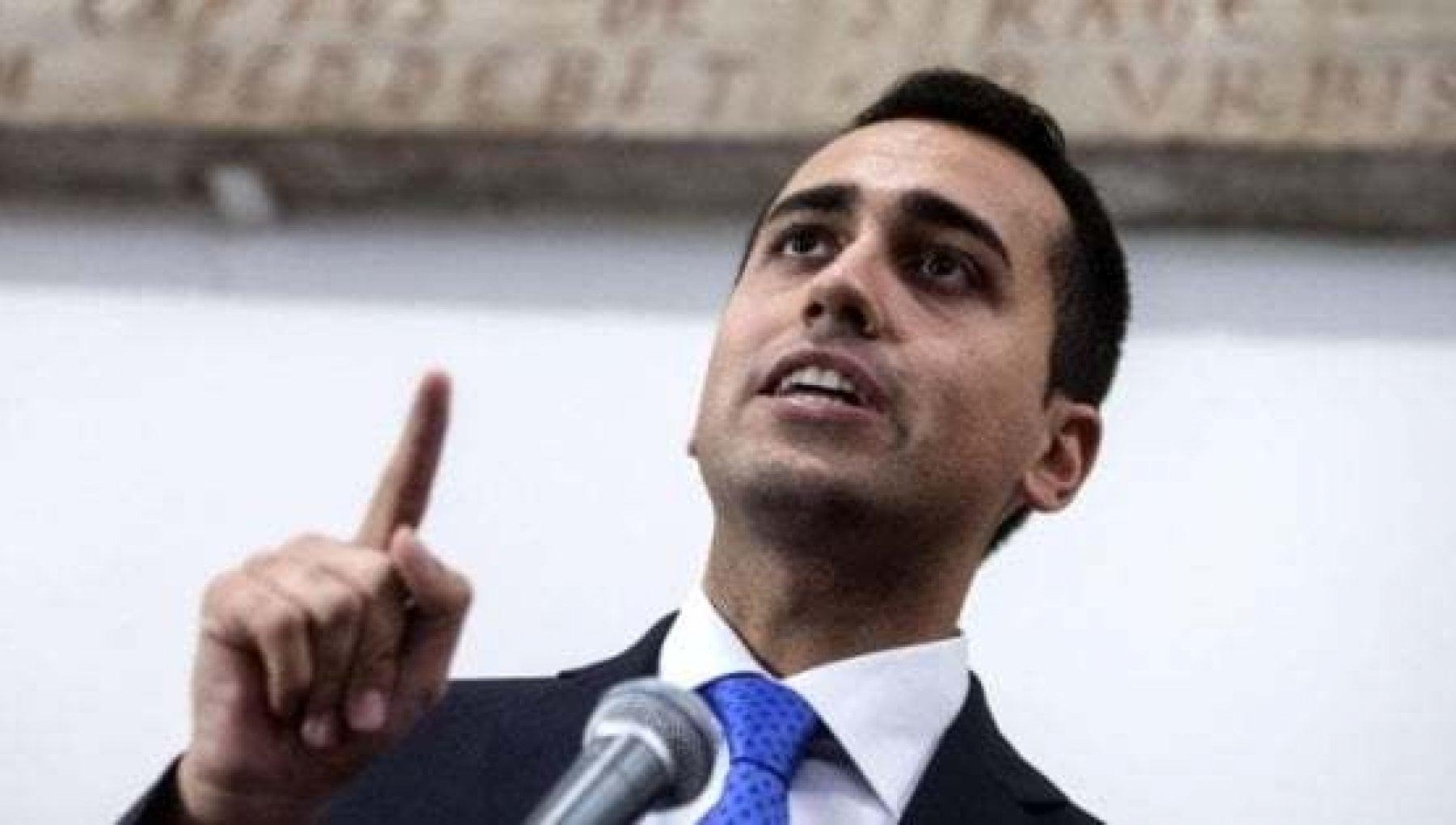 M5S i grillini infrangono lultimo tabu Si puo dialogare con Berlusconi
