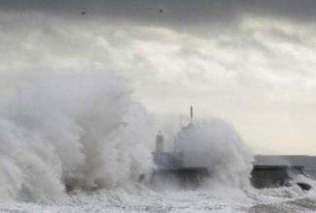 Maltempo allerta meteo per Sicilia e Calabria in Sardegna non cessa lemergenza