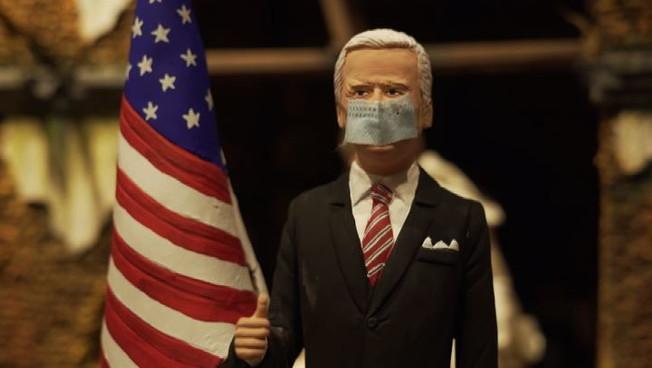 Nei presepi di San Gregorio Armeno irrompono Joe Biden e il Covid