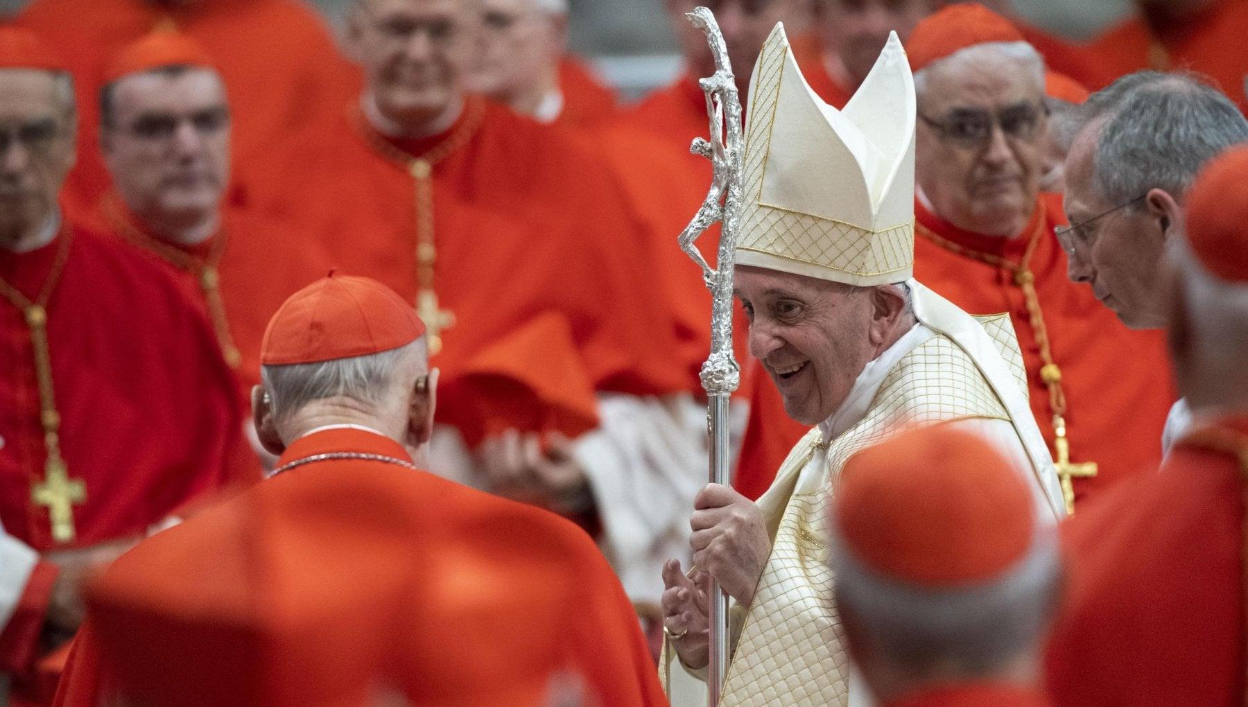 Papa Francesco ai nuovi cardinali Il porpora e il colore del sangue no a corruzione e mondanita