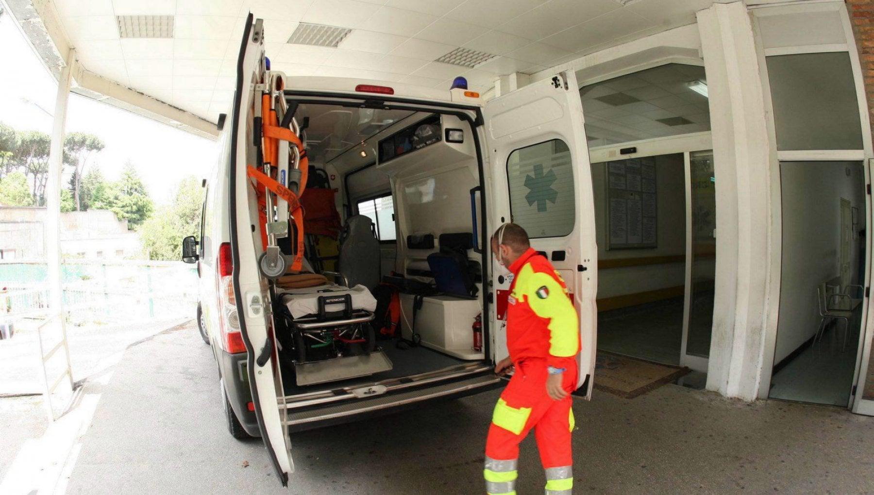 Positivo al test rapido attende ore in ambulanza poi muore nellex pronto soccorso