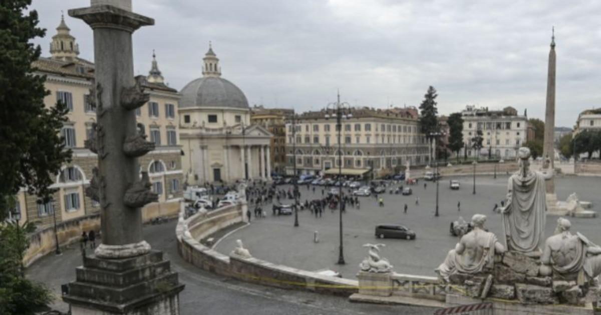 Proietti ultimo saluto a Roma tra applausi e commozione