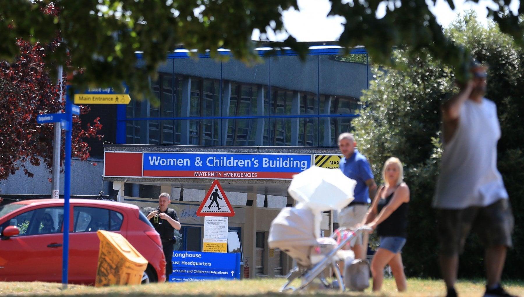 Regno Unito infermiera accusata di aver ucciso almeno 10 bambini