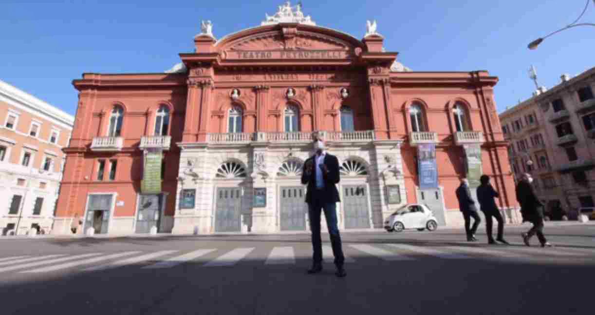 Repubblica Bari compie 20 anni cosi e cambiata la Puglia dal Petruzzelli a Punta Perotti