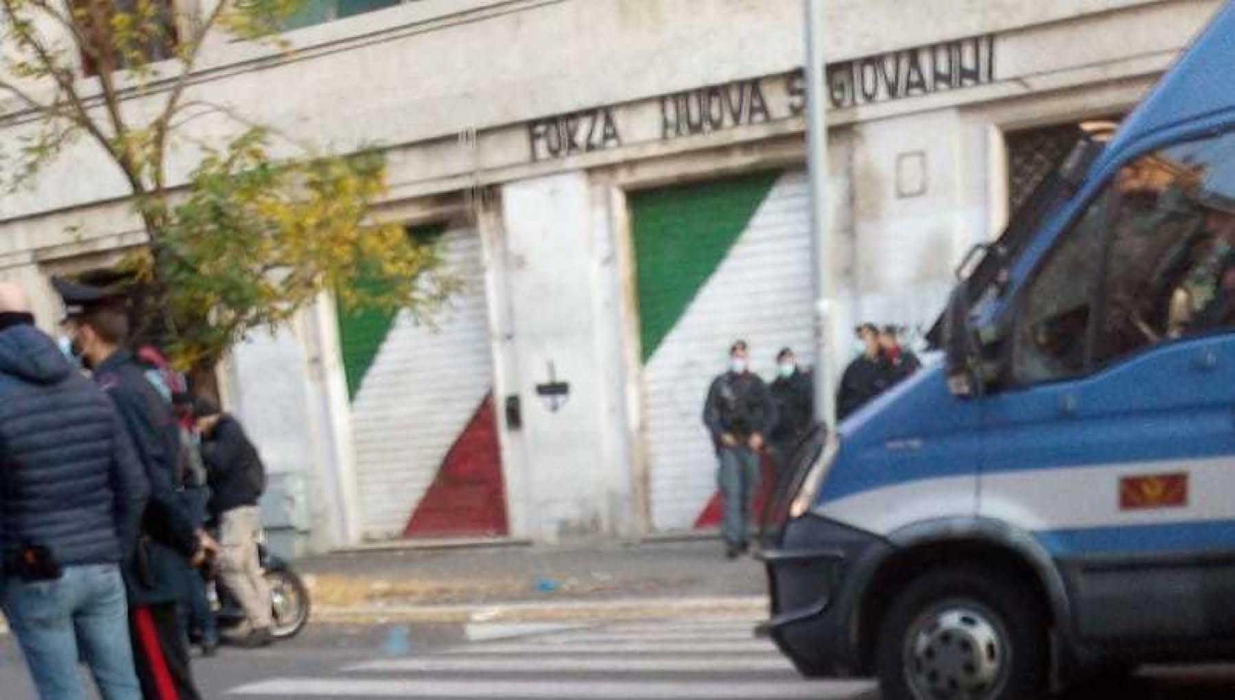 Roma sgomberata la sede di Forza Nuova in via Taranto