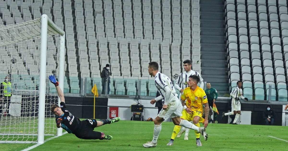 Ronaldo affonda il Cagliari la Juve vince ed e seconda