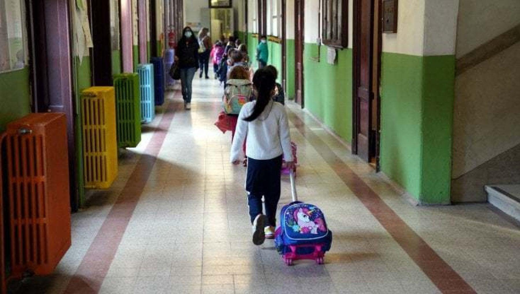 Scuola la Campania riapre gli asili la Calabria chiude tutto. Didattica a distanza per la meta degli alunni italiani