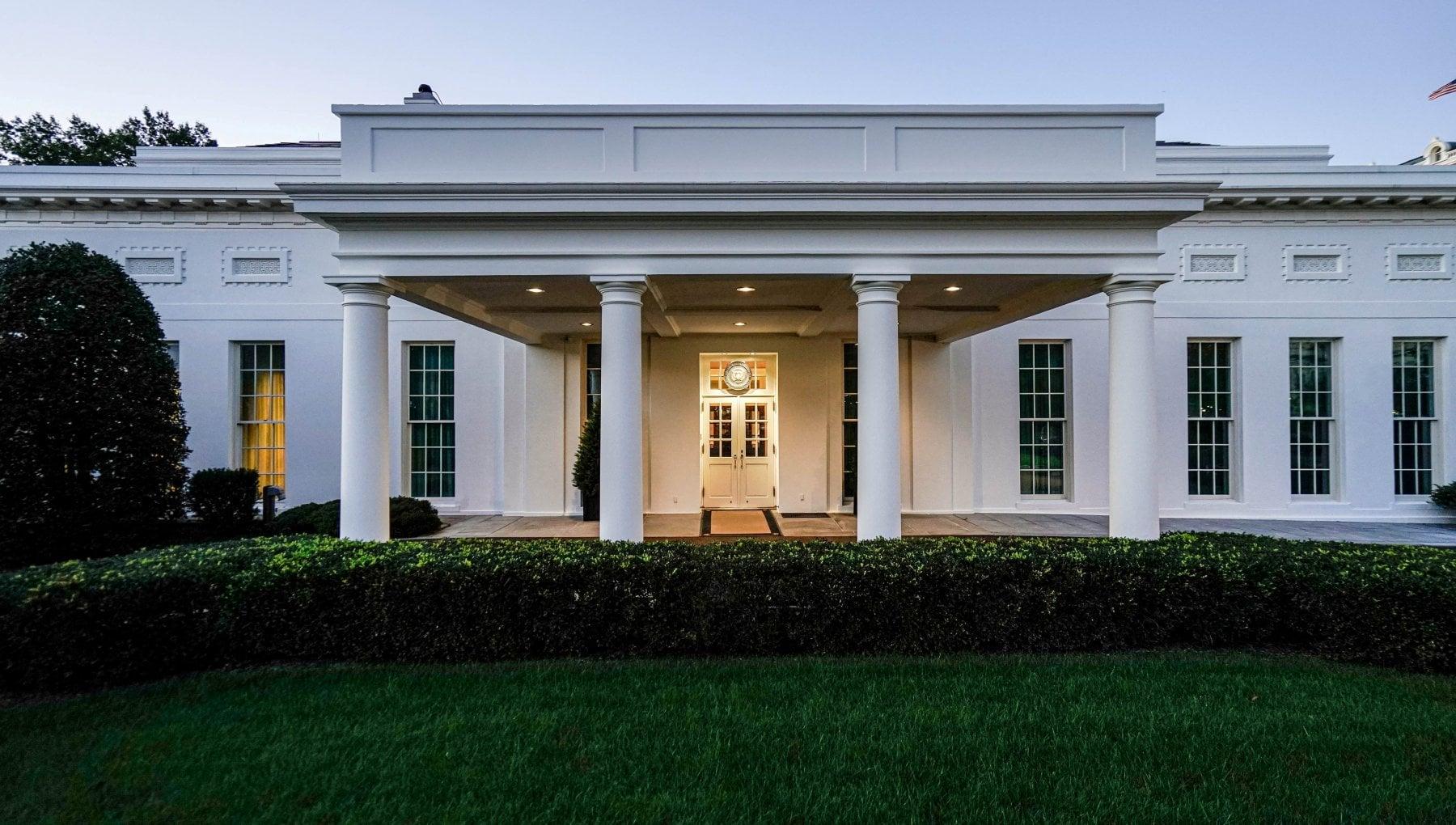 Usa 2020 Trump consegna le chiavi della Casa Bianca a Biden