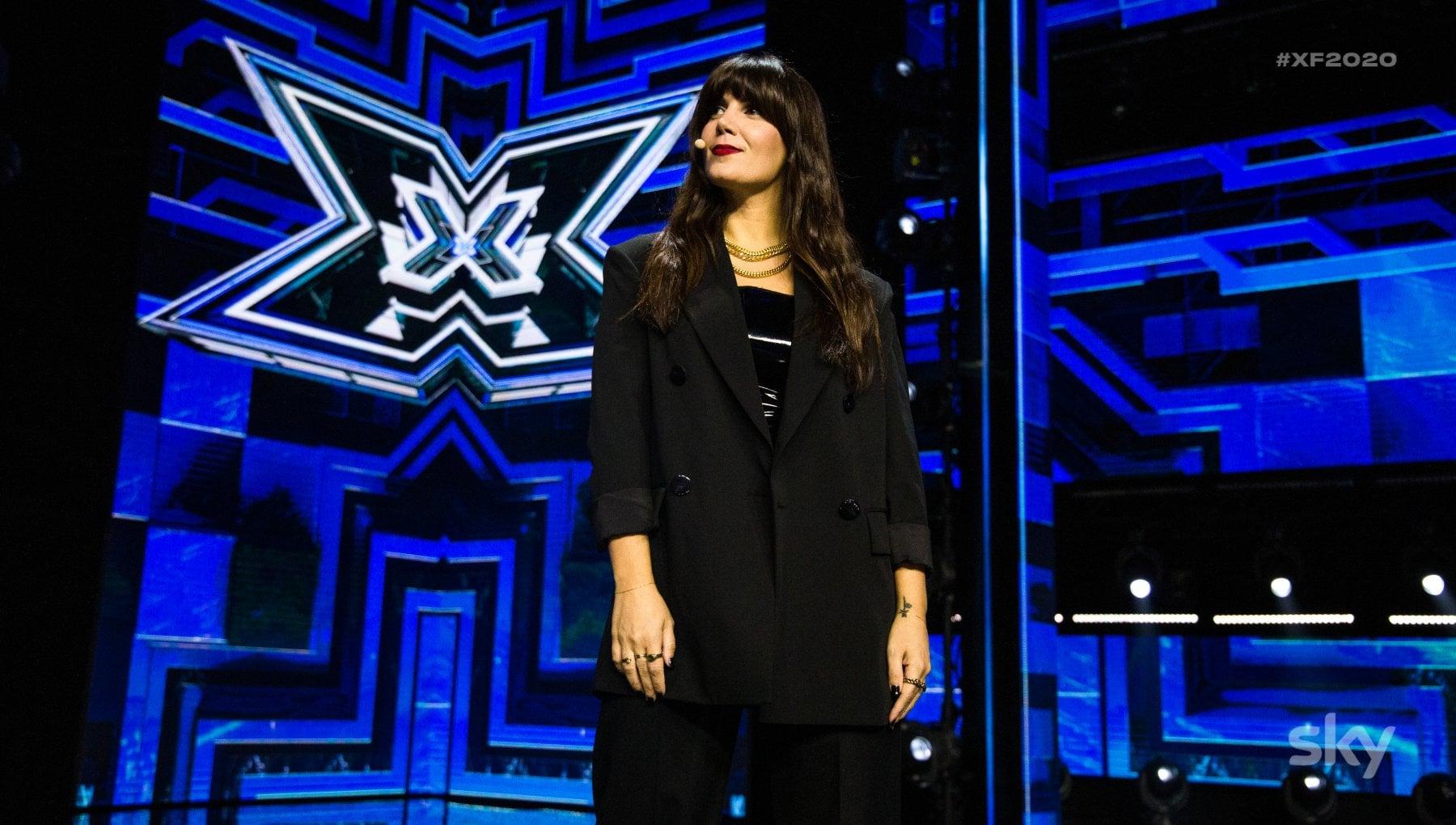 X factor le lacrime di Emma per Santi eliminato. Ti invito sul palco del mio tour