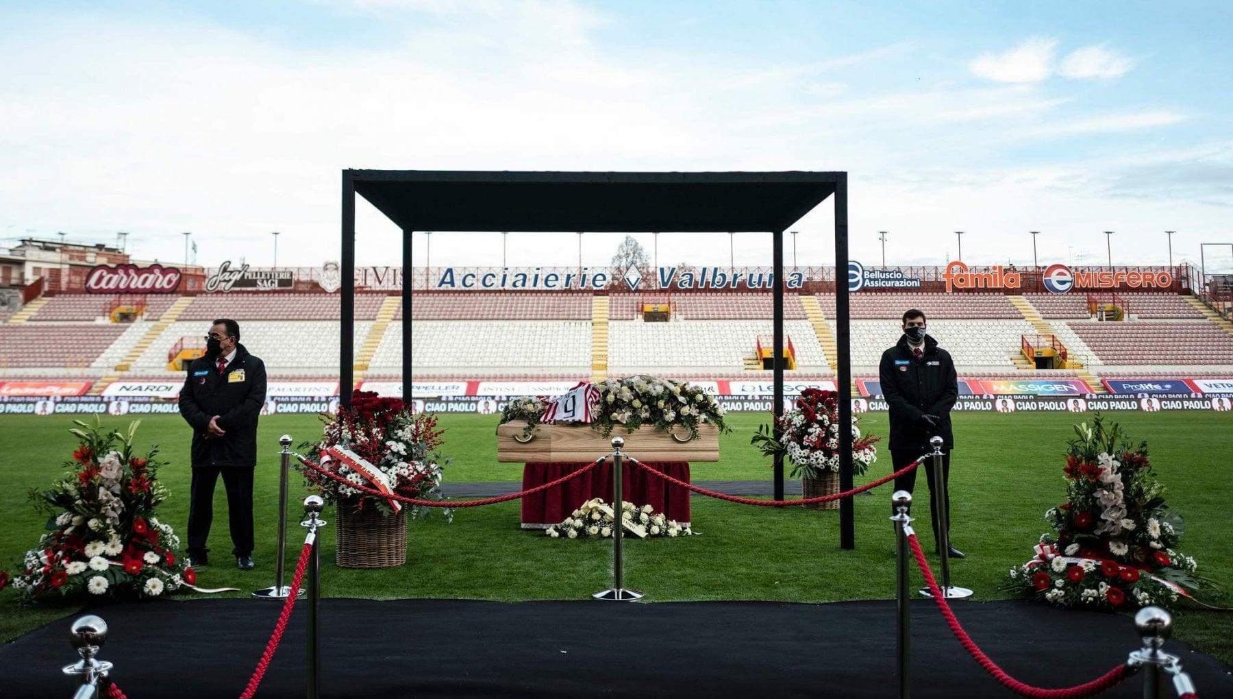 A Vicenza il funerale di Paolo Rossi laddio coi campioni di Spagna 1982