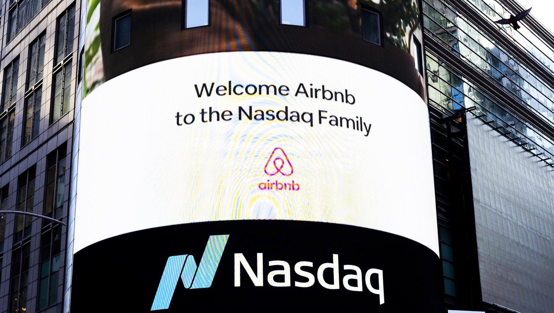 Airbnb dribbla la pandemia in Borsa titoli su del 125 al debutto al Nasdaq