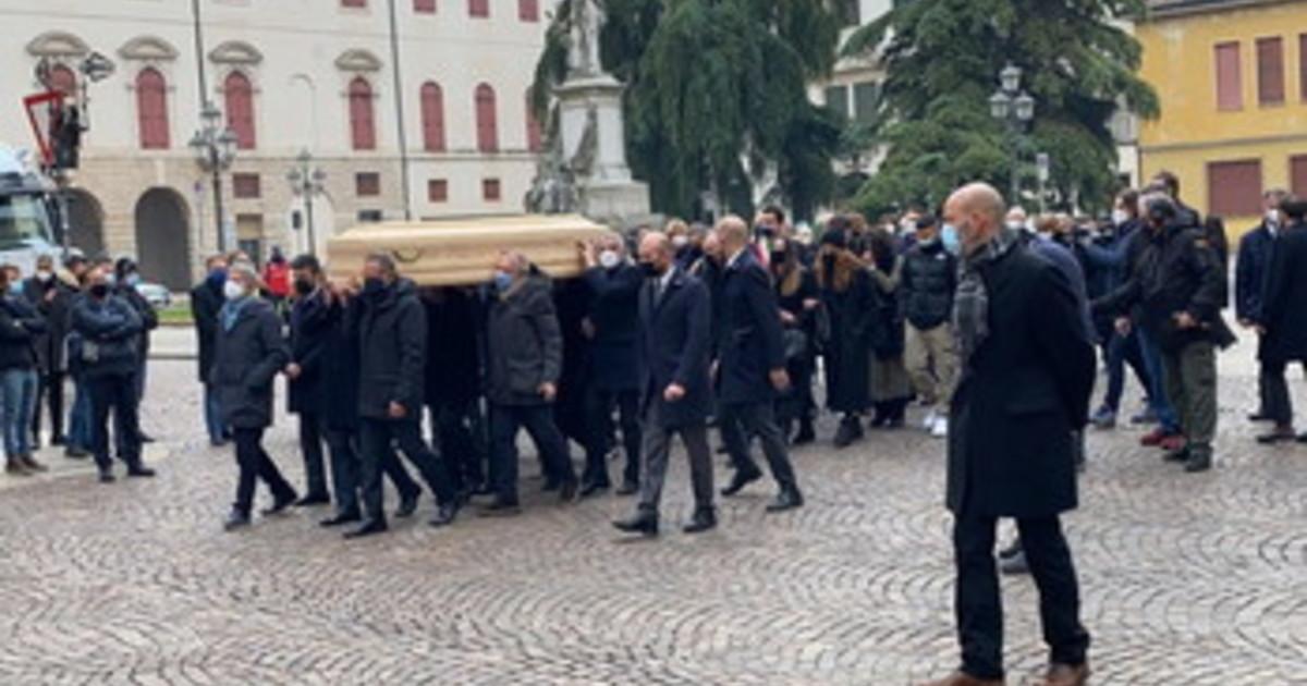 Al Duomo di Vicenza lultimo saluto a Paolo Rossi