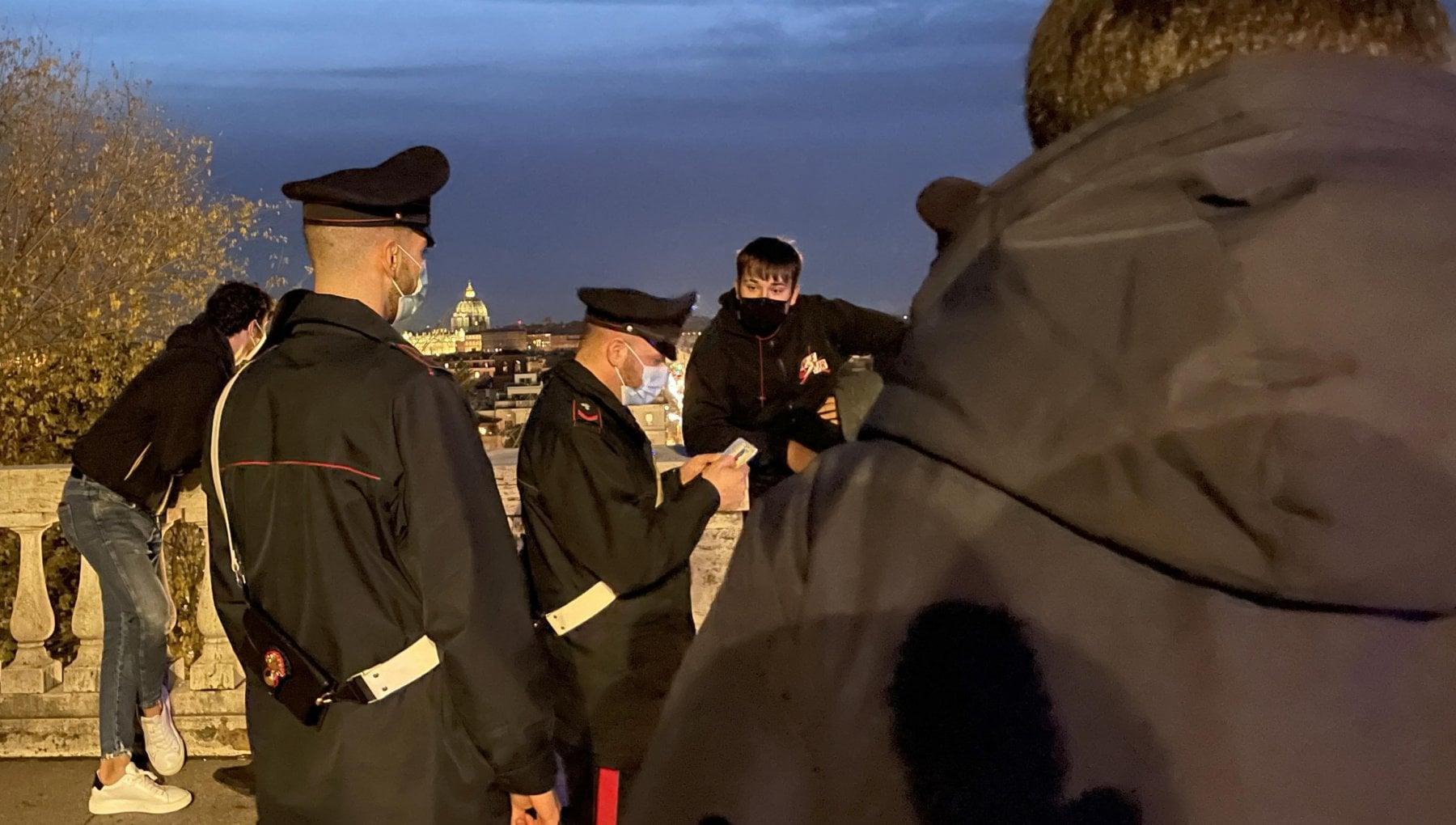 Ancora una maxi rissa nel centro di Roma fermati 10 minorenni a Villa Borghese