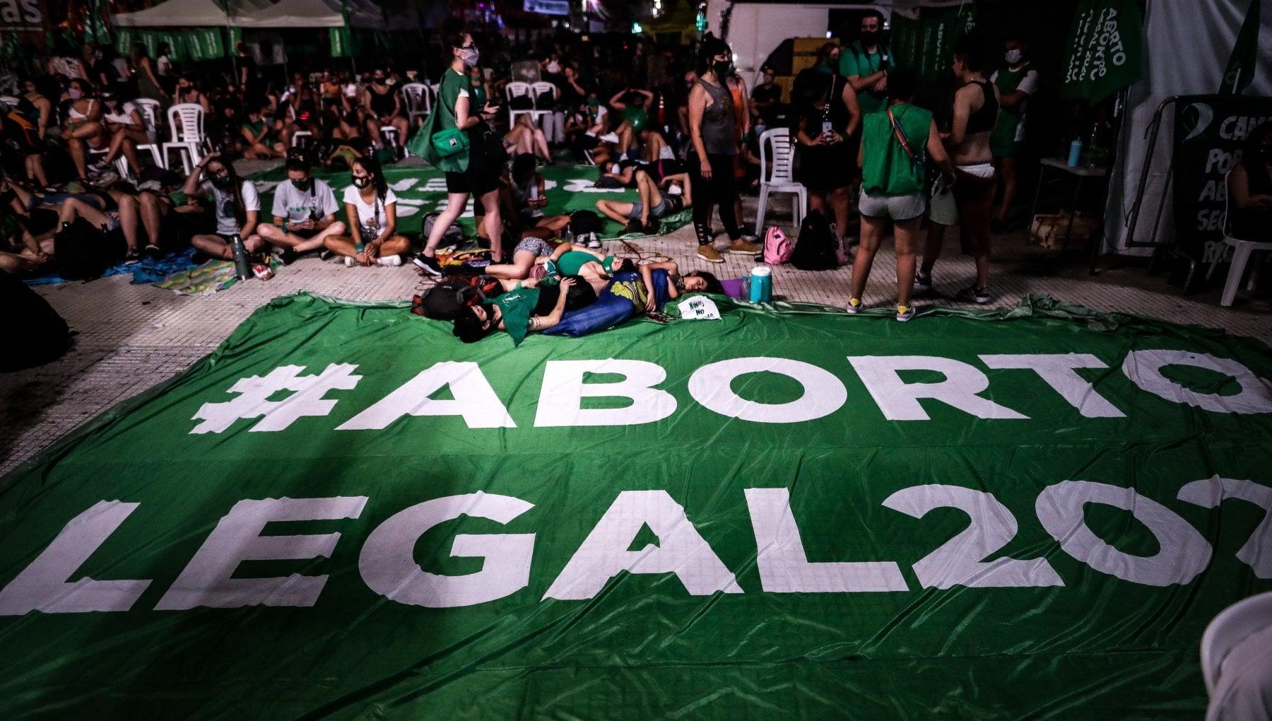 Argentina svolta storica approvata la legalizzazione dellaborto