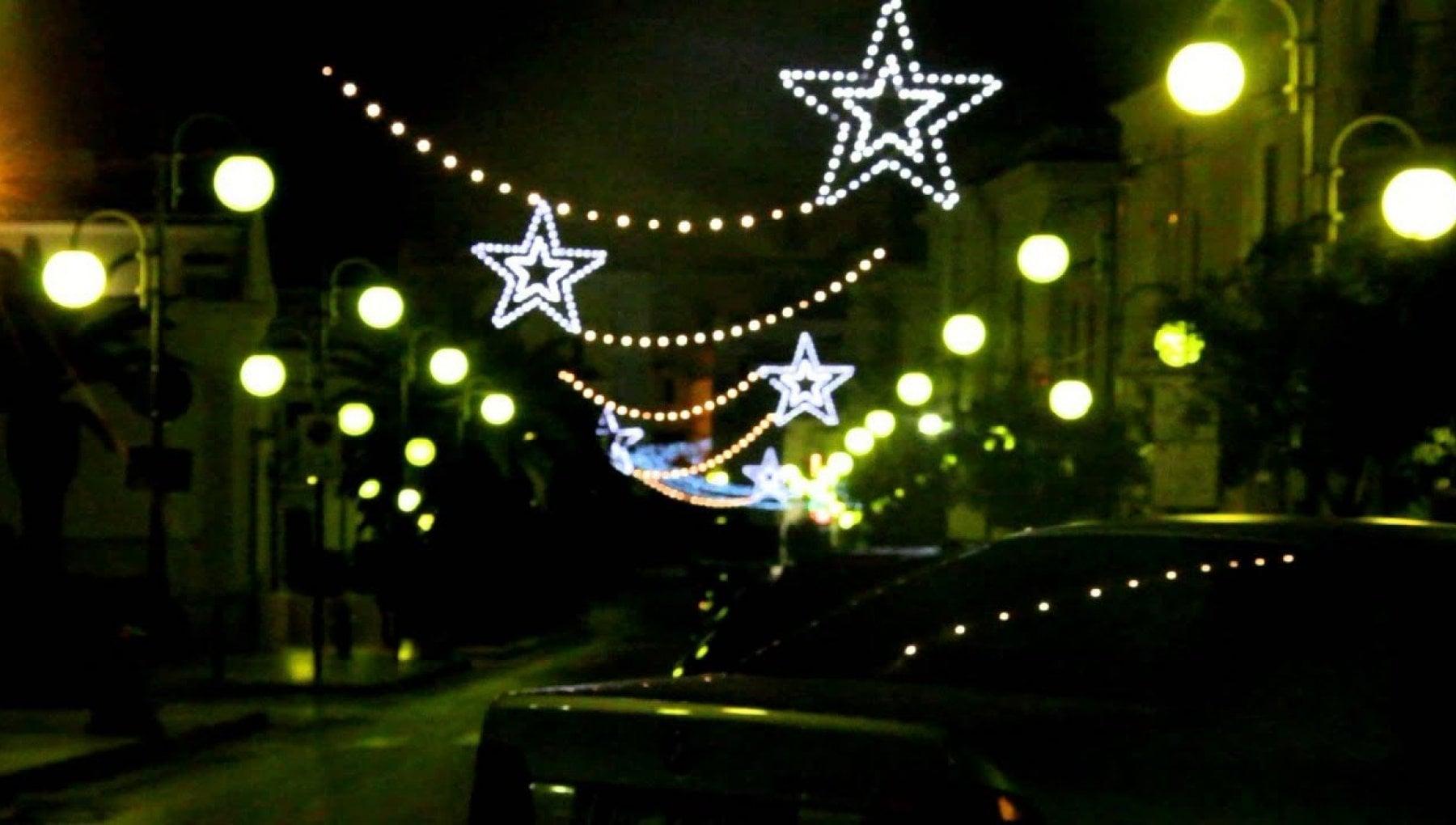 Audio a luci rosse al posto delle canzoni natalizie in centro a Vieste manomessa la filodifussione