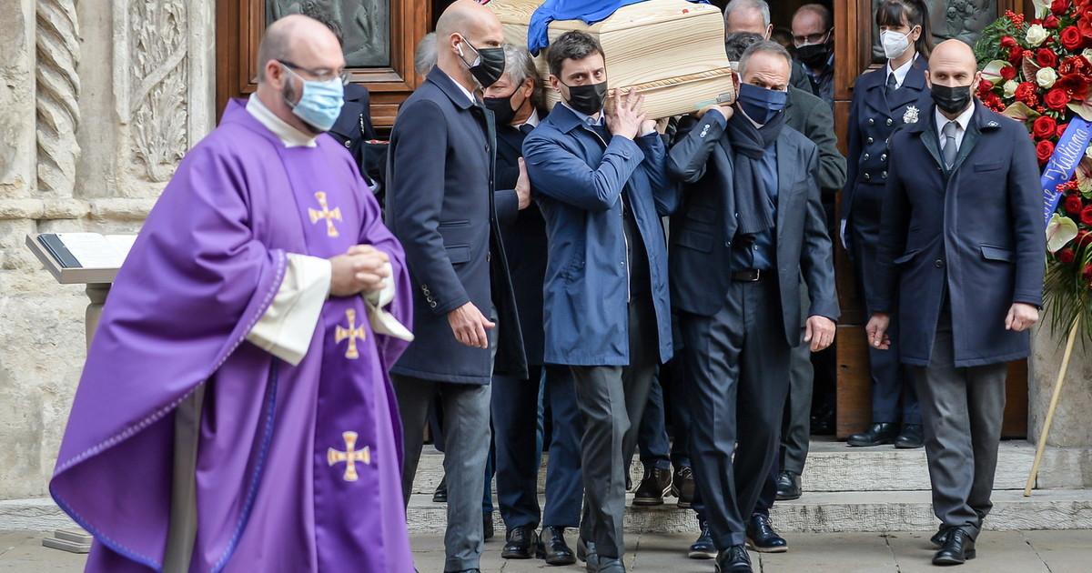 Banditi e vermi distruggono e saccheggiano casa di Paolo Rossi durante il funerale ecco il bottino. Moglie sotto choc