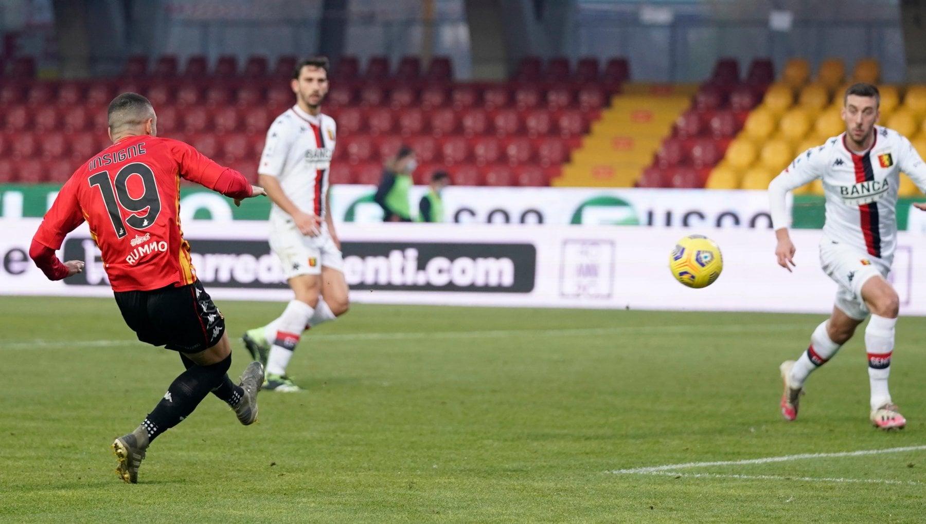 Benevento Genoa 2 0 Insigne e Sau affondano i rossoblu. Maran torna a rischio